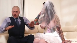 Inked Chubby Lady 69ing With Hung Baldhead Youngster