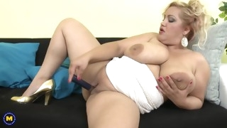 busty natural beautiful mature mother