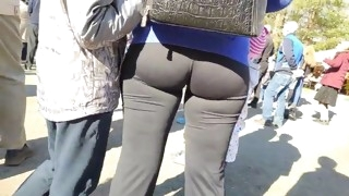 awesome juicy hips milfs in tight leggings